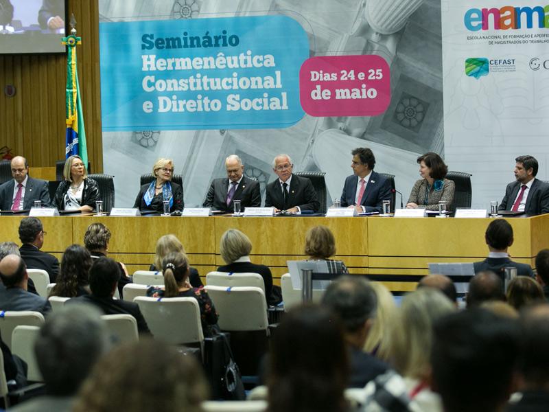 Diretor do IBGPAT participa de Seminário sobre Hermenêutica Constitucional e Direito Social